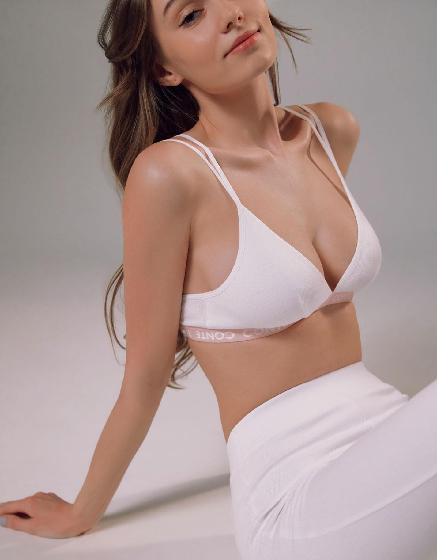 Каролина Жих в нижнем белье модного бренда Conte, сезон весна-лето 2021 / фото 04