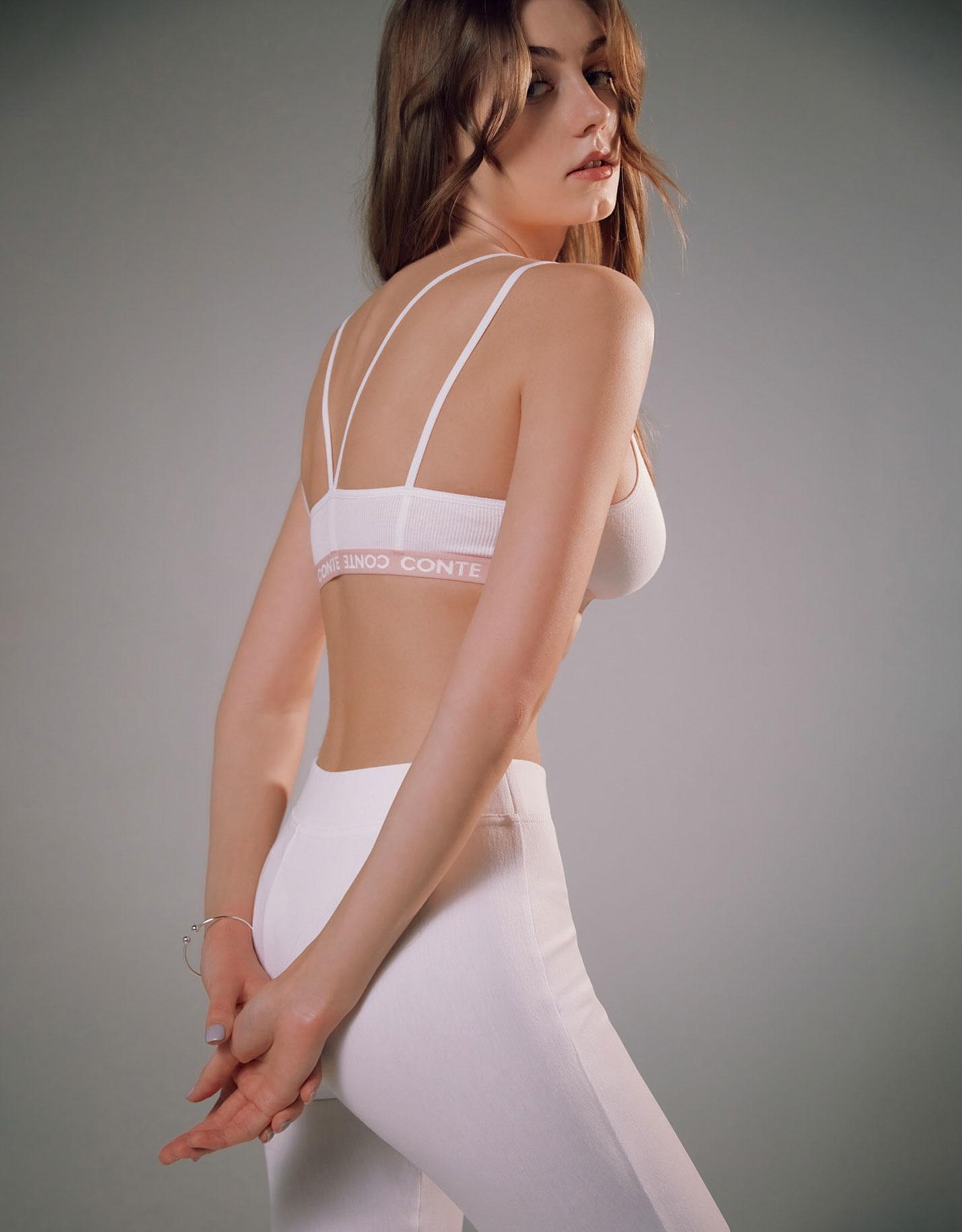Каролина Жих в нижнем белье модного бренда Conte, сезон весна-лето 2021 / фото 18