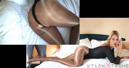 Manyvids.com: Nylon Extreme - Naomie Loup - Nylon Extreme - Naomie Loup - Shiny Pantyhose leotard [2K UHD 2160p] (Nylon)