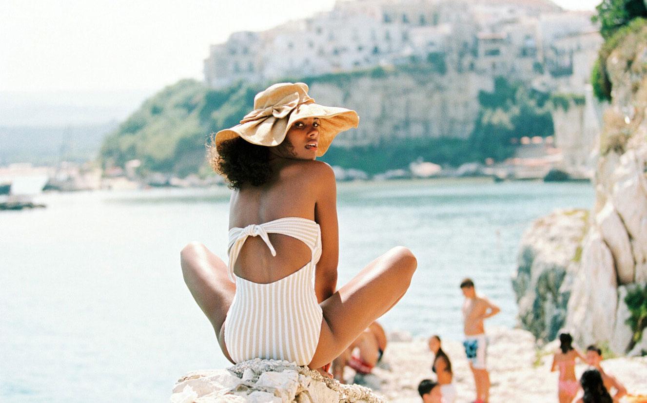 Тина Кунаки в купальниках и пляжной одежде модного бренда Tacoola Vintage, коллекция 2019 года / фото 22