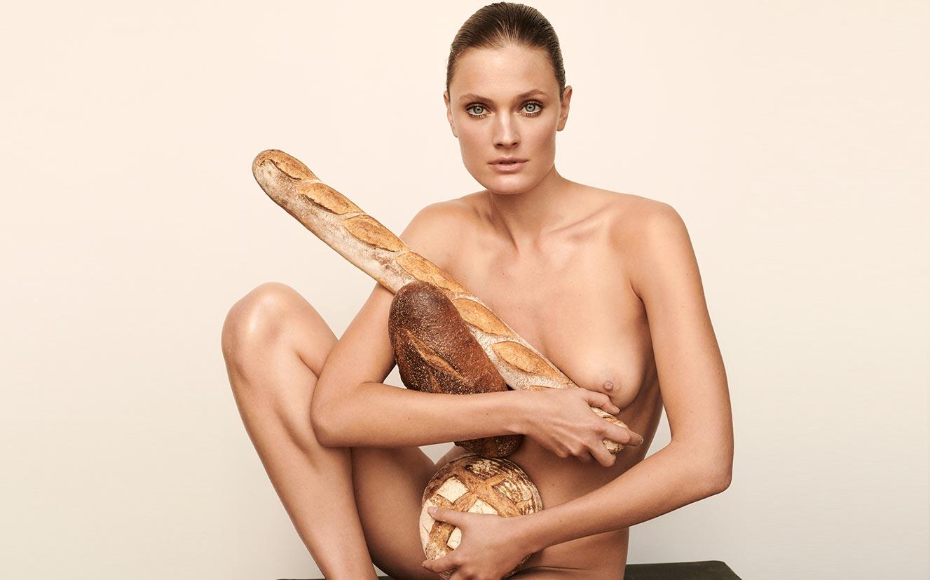 Полезная еда и голая женщина