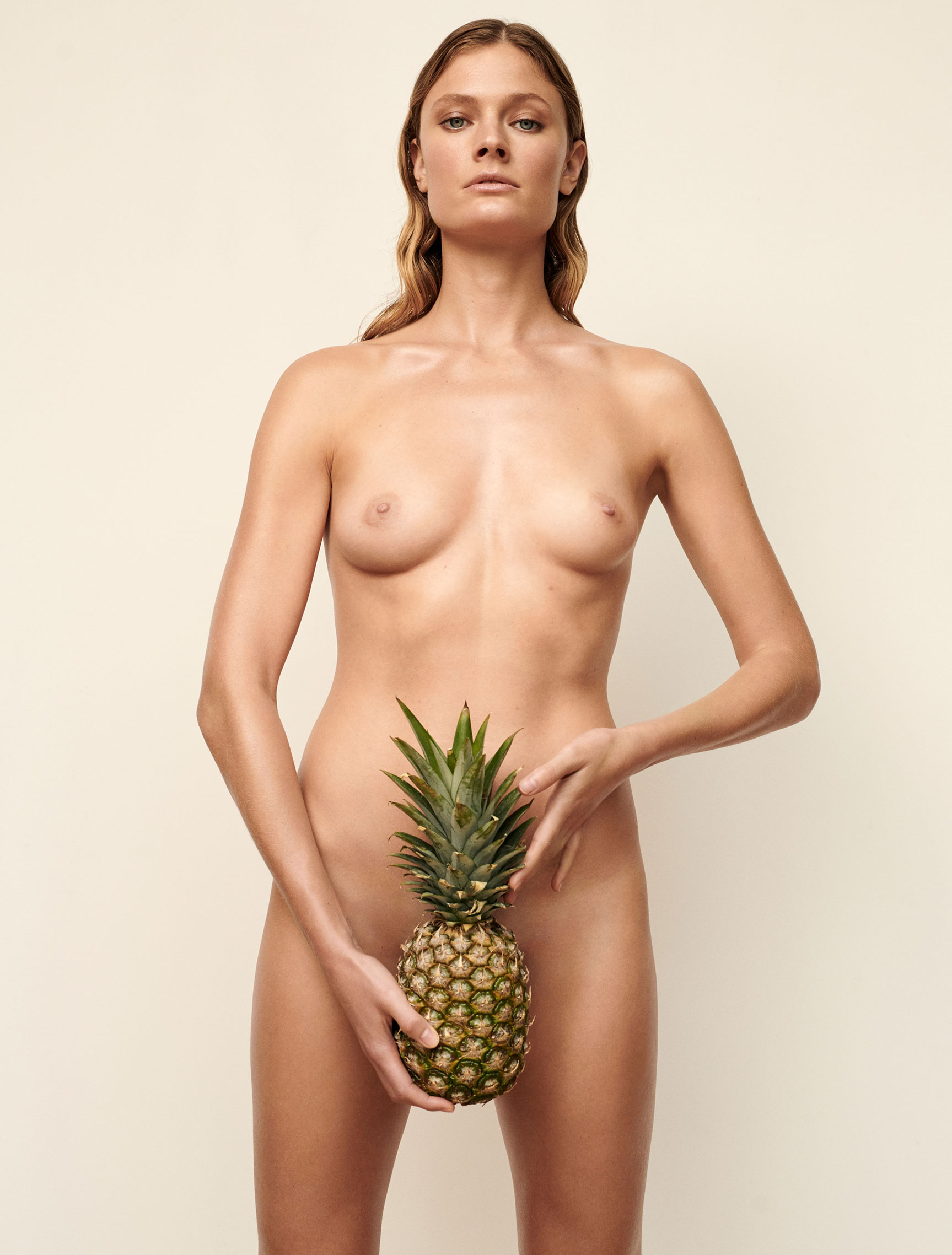 Полезная еда и голая женщина / фото 01