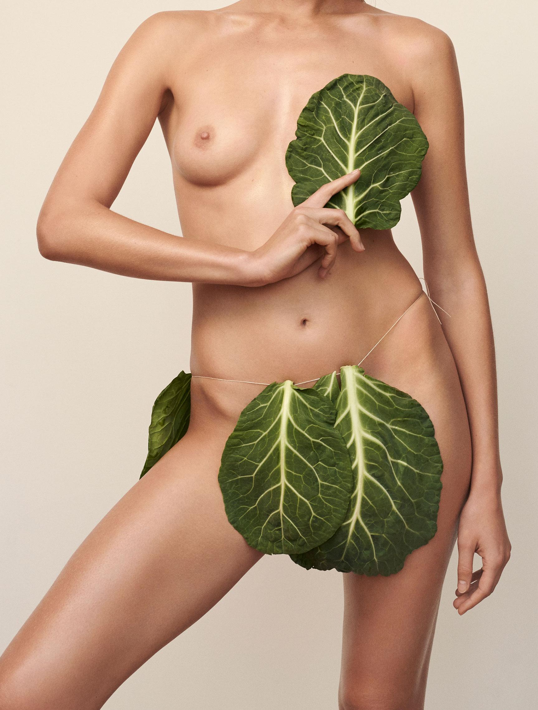 Полезная еда и голая женщина / фото 03