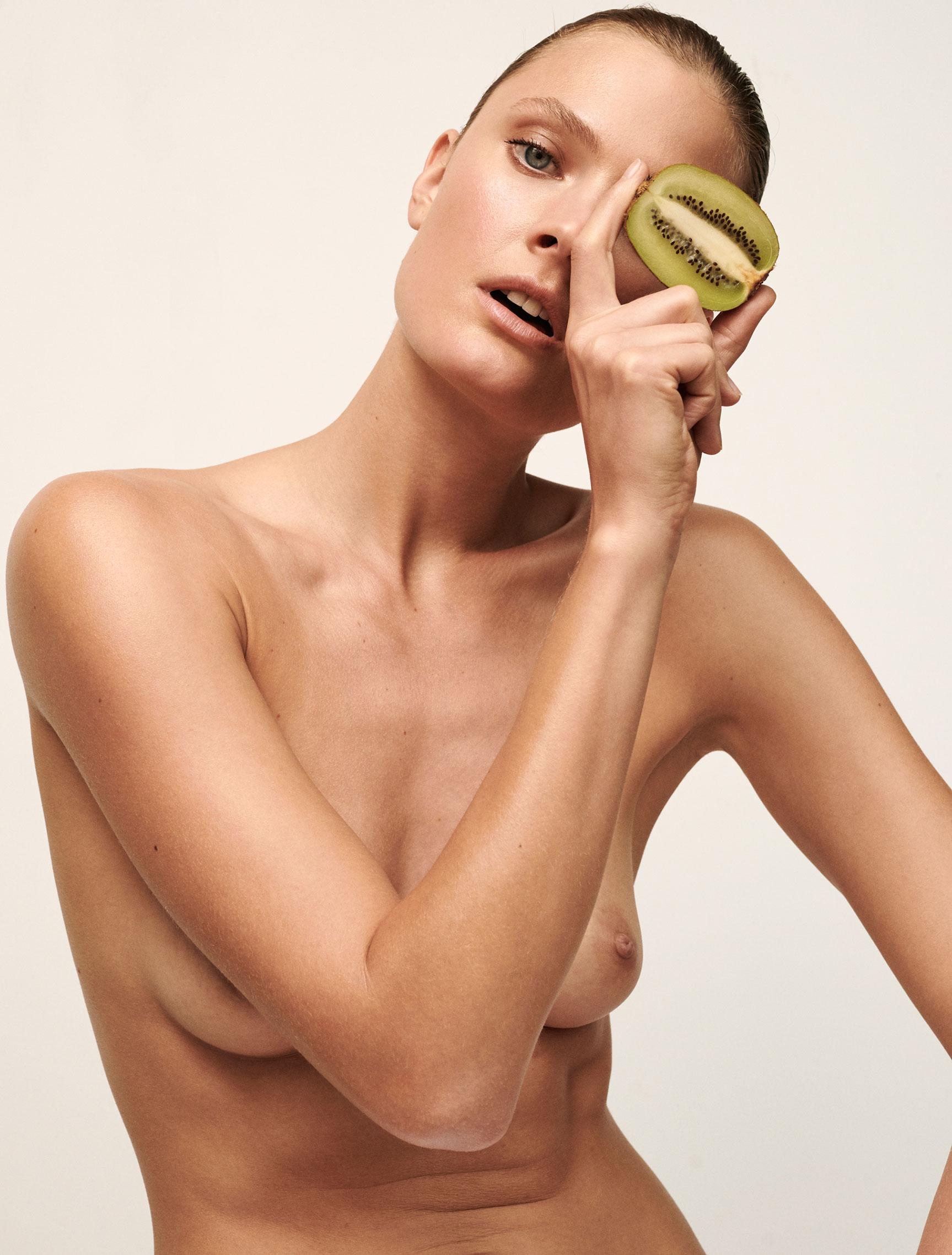 Полезная еда и голая женщина / фото 08