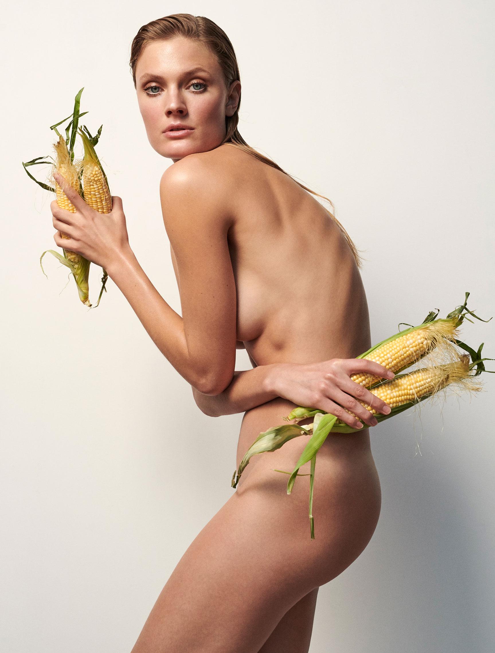 Полезная еда и голая женщина / фото 09