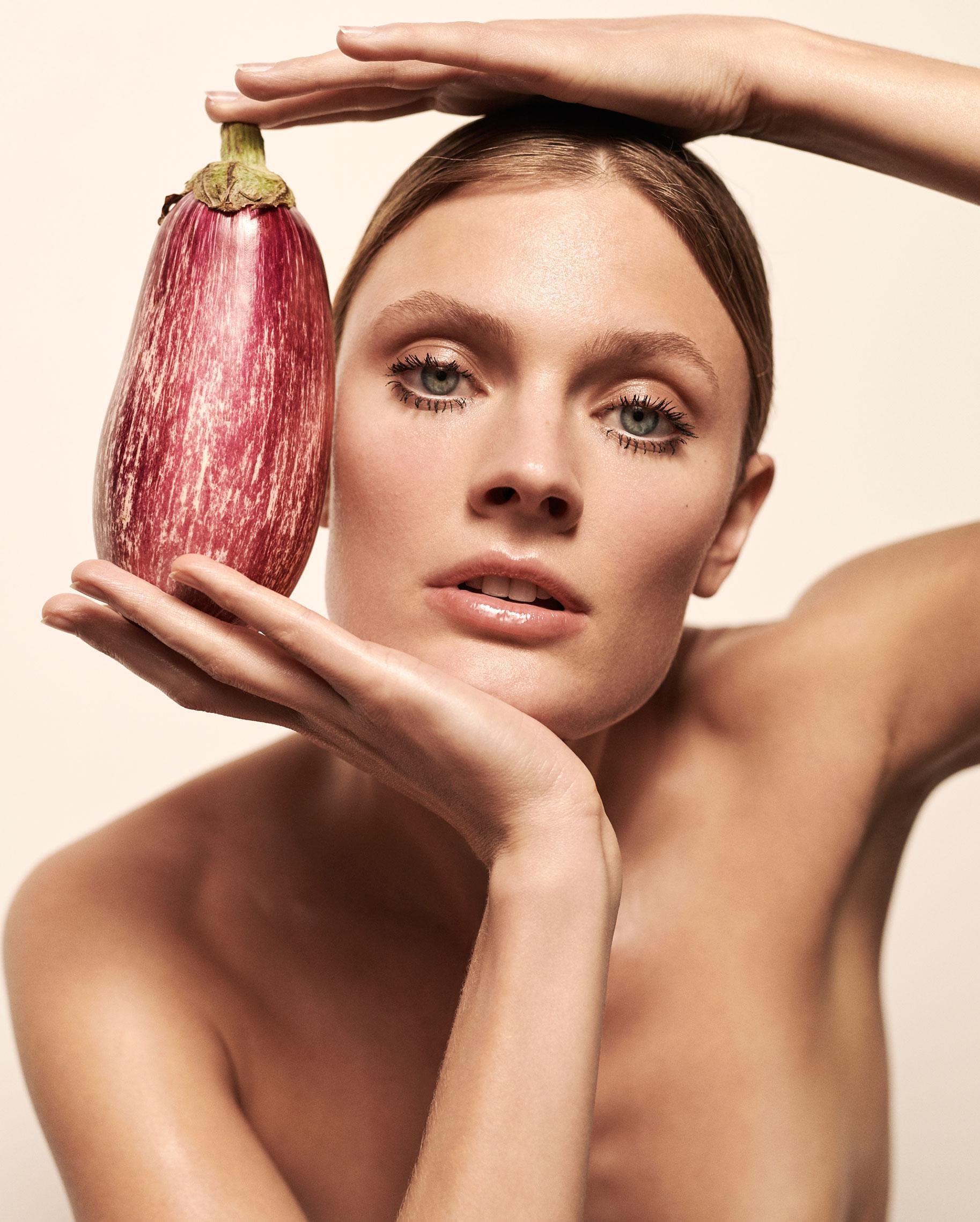 Полезная еда и голая женщина / фото 14