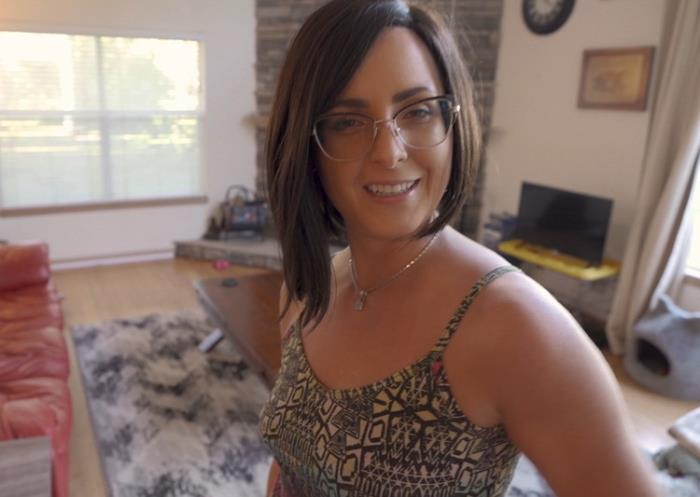 Helena Price - Helping My Sexy Aunt Move (2021 WCA Productions Manyvids.com) [FullHD   1080p  3.68 Gb]
