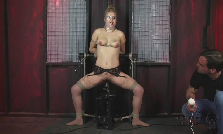 Tati Russo - Fucked Deep [CumBots.com/Dungeoncorp.com] HD 720p