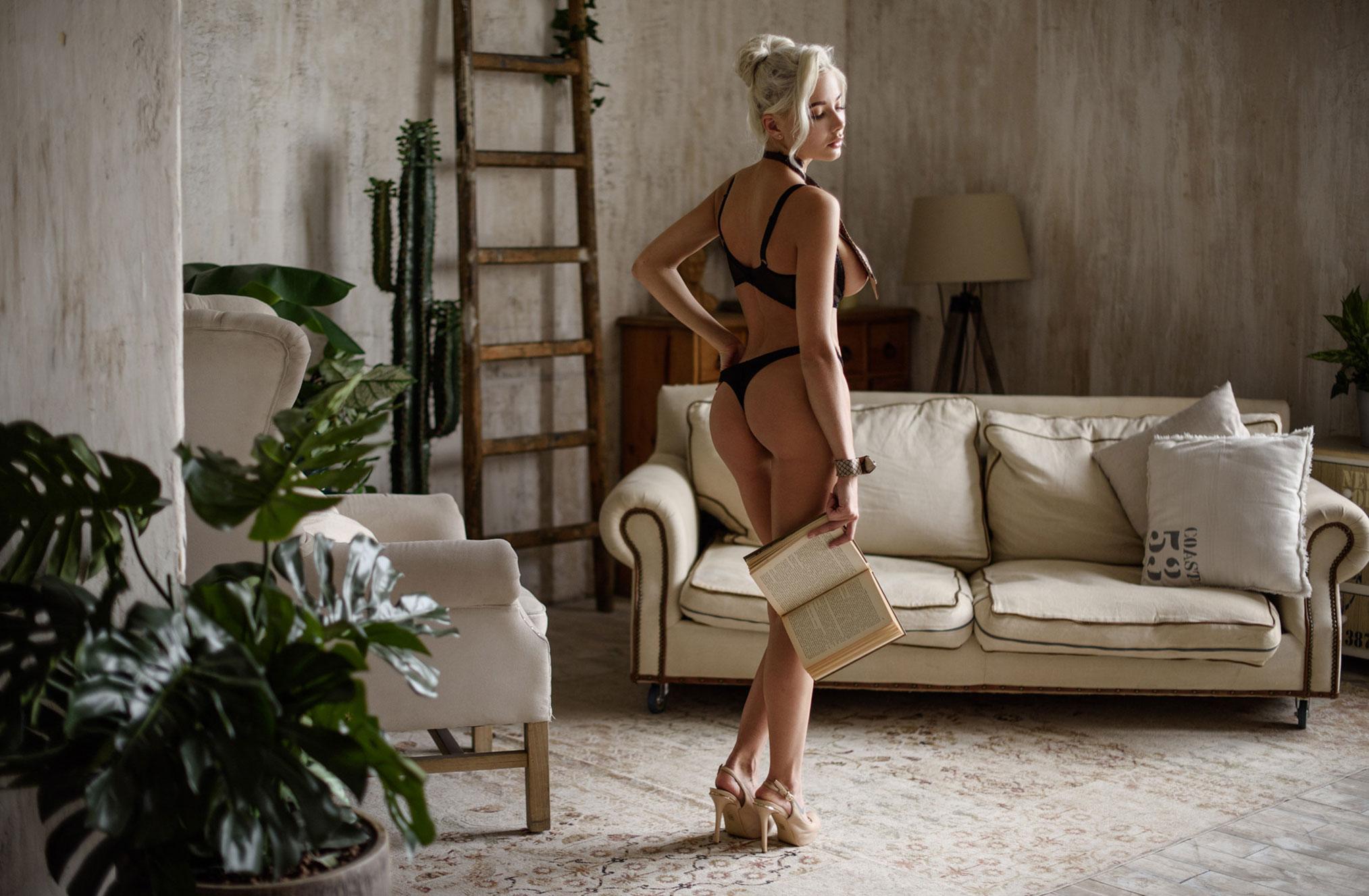 Екатерина Ширяева - голая, но в галстуке / фото 01