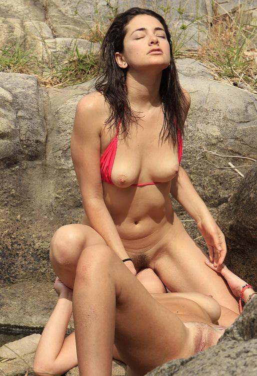GirlsOutWest.com: Bitchin' Hitchin Starring: Jenner